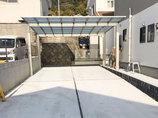 エクステリアリフォーム外側に立った柱で駐車場が広く使えるカーポート