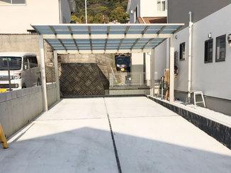 エクステリアリフォーム 外側に立った柱で駐車場が広く使えるカーポート