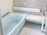 バスルームリフォーム老後に向けてお手入れが楽で快適に使えるようにした浴室と洗面所