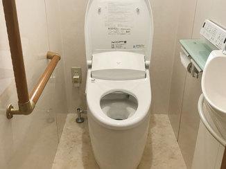 トイレリフォーム 拭き掃除だけでかんたんにキレイになる、お掃除しやすいトイレ