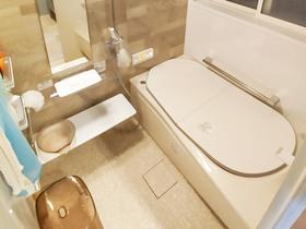 バスルームリフォーム安心して入れる温かいシステムバスと、ひろびろ使いやすい洗面所