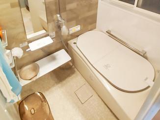 バスルームリフォーム 安心して入れる温かいシステムバスと、ひろびろ使いやすい洗面所